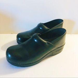 Dansko black leather clogs women's size 11 Nurse